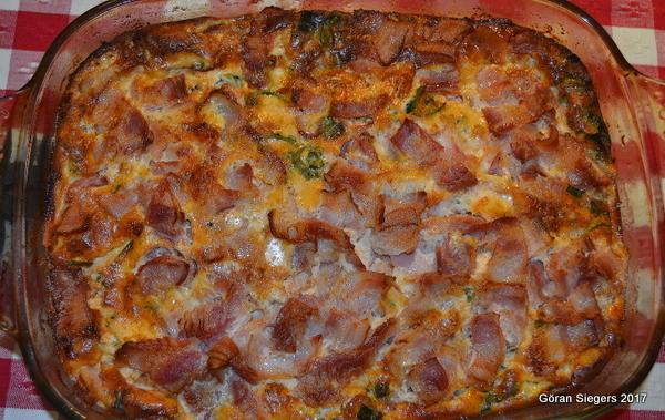 Ugnsbakad omelett med broccoli, bacon och purjolök