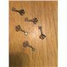 Fem st nycklar till scrapbooking eller dockhus väldig liten nyckel brass färg