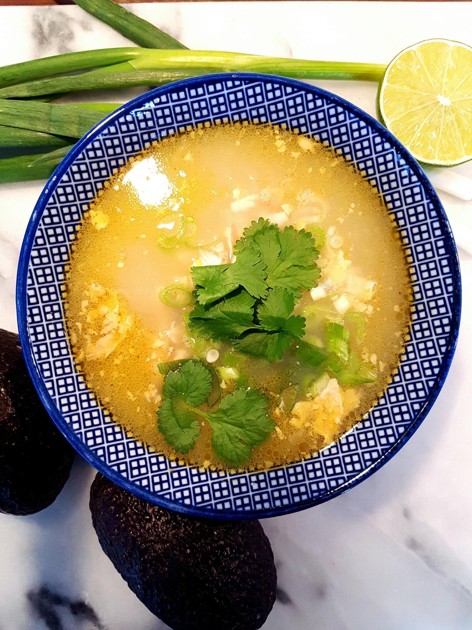 Mexikansk kycklingsoppa med lime och jalapeno