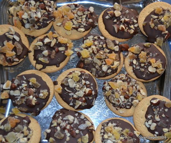 Chokladkex med torkad frukt och nötter