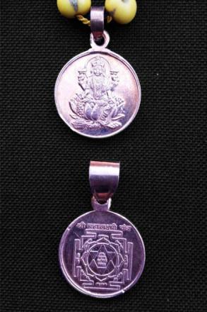 Lakshmi Japa Mala – sandelträ och yantra-amulett med Lakshmi
