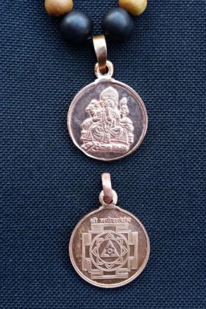 Ganesh Japa Mala – sandelträ och yantra-amulett med Ganesh