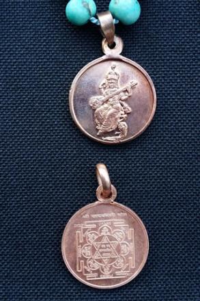Saraswati Japa Mala – sandelträ och yantra-amulett med Saraswati