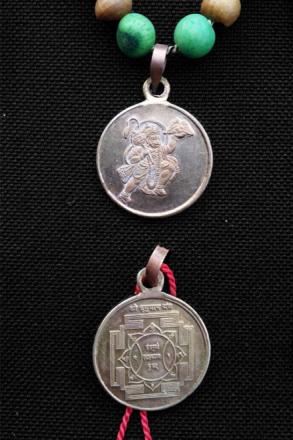 Hanuman Japa Mala – sandelträ och yantra-amulett med Hanuman