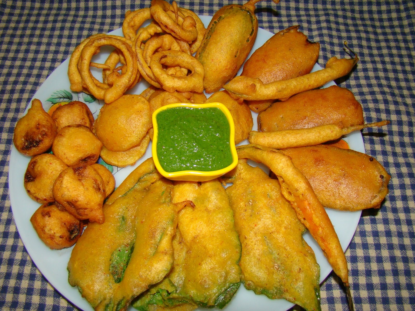 Different Types Of Pakodas ( Onion Rings , Baigan Pakoda , Mirchi Pakoda , Palak Pakoda , Kele ke Pakode , Alu Pakoda )