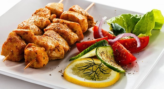 Brochetas de pollo al curry