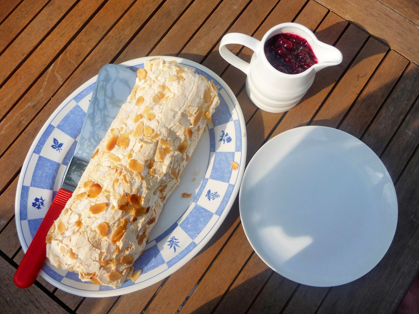 Lekue - meringue roulade with blackcurrant and mint couli