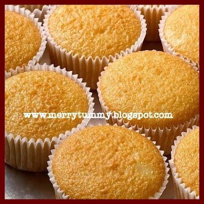 Eggless Vanilla Cupcake With Butter Cream Icing