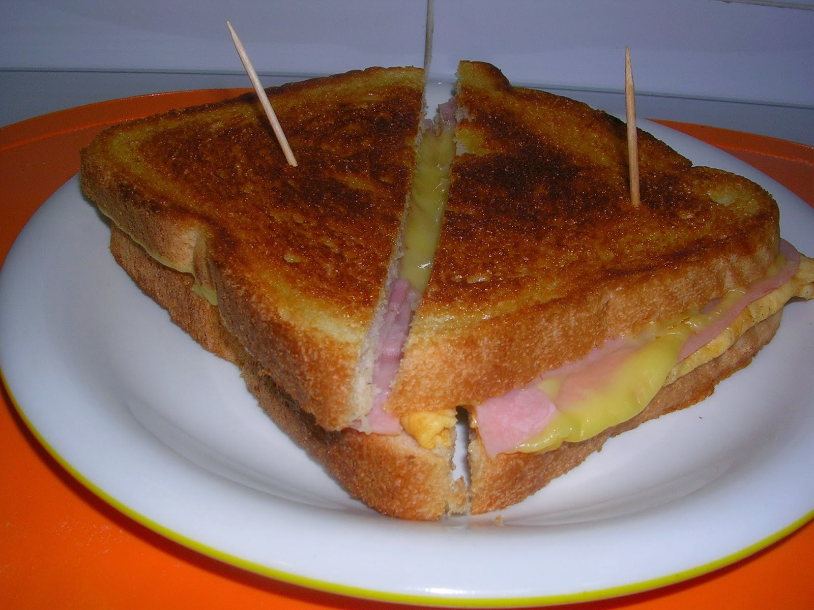 SANDWICH DE JAMON DE YORK, QUESO Y TORTILLA