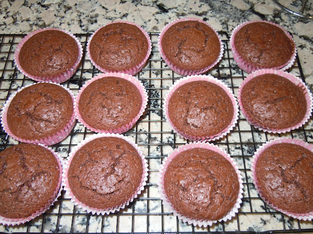 CUPCAKES DE CHOCOLATE PARA DECORAR