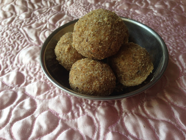 Dry fruit laddu or dink laddu