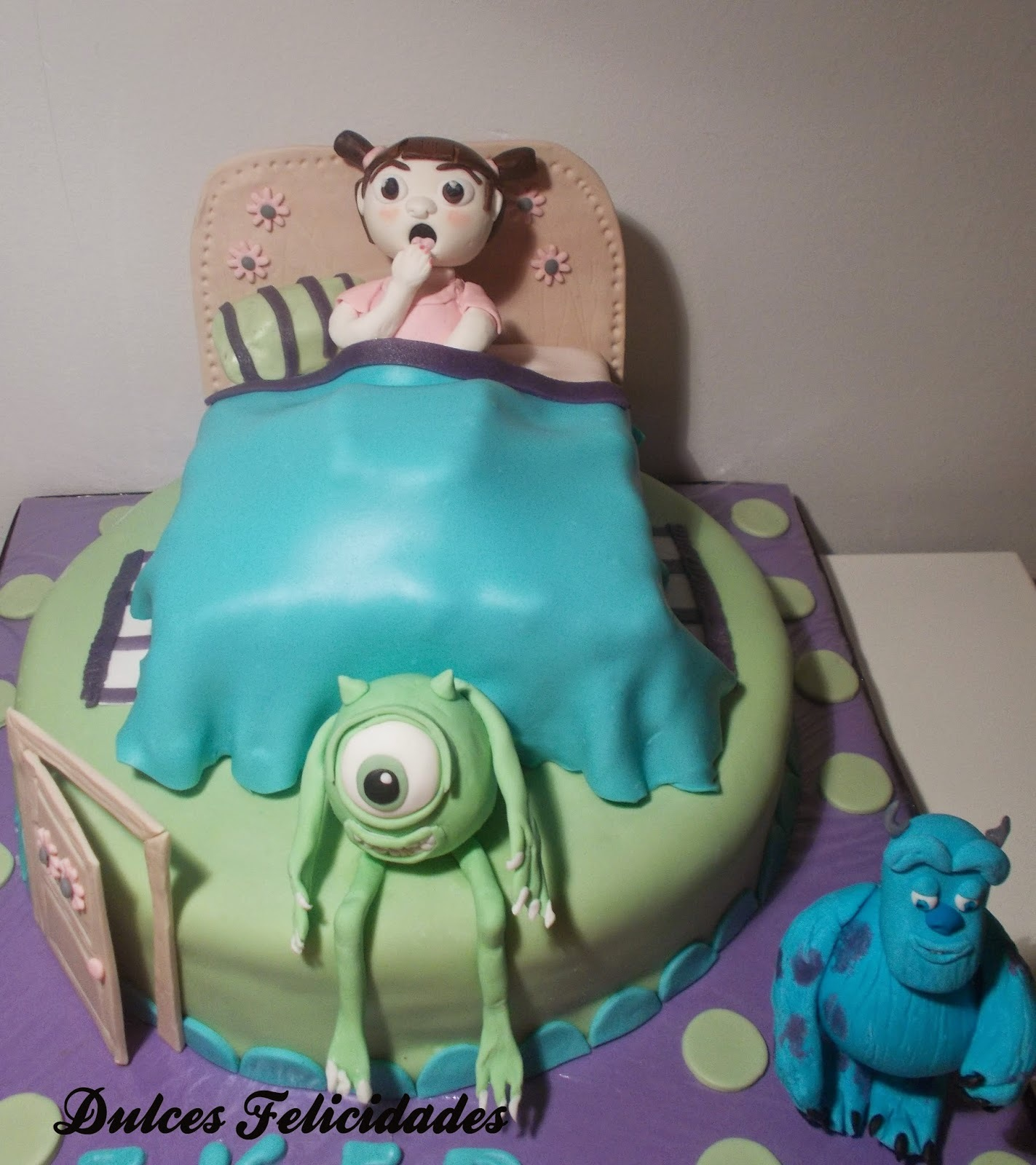 Tarta fondant Monstruos SA (Monsters inc): bizcocho de pudin de chocolate