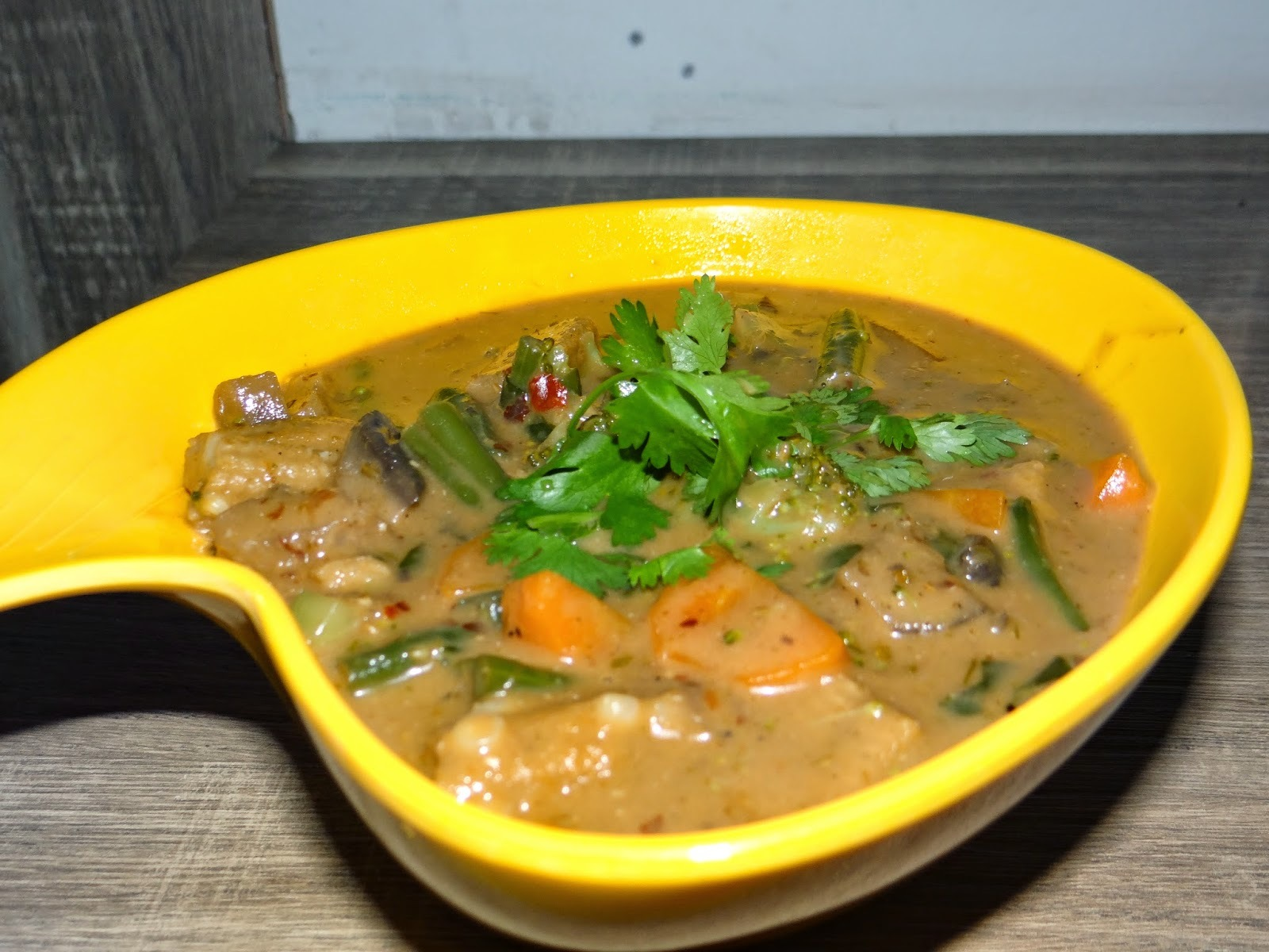 Thai Vegetable in Red Curry