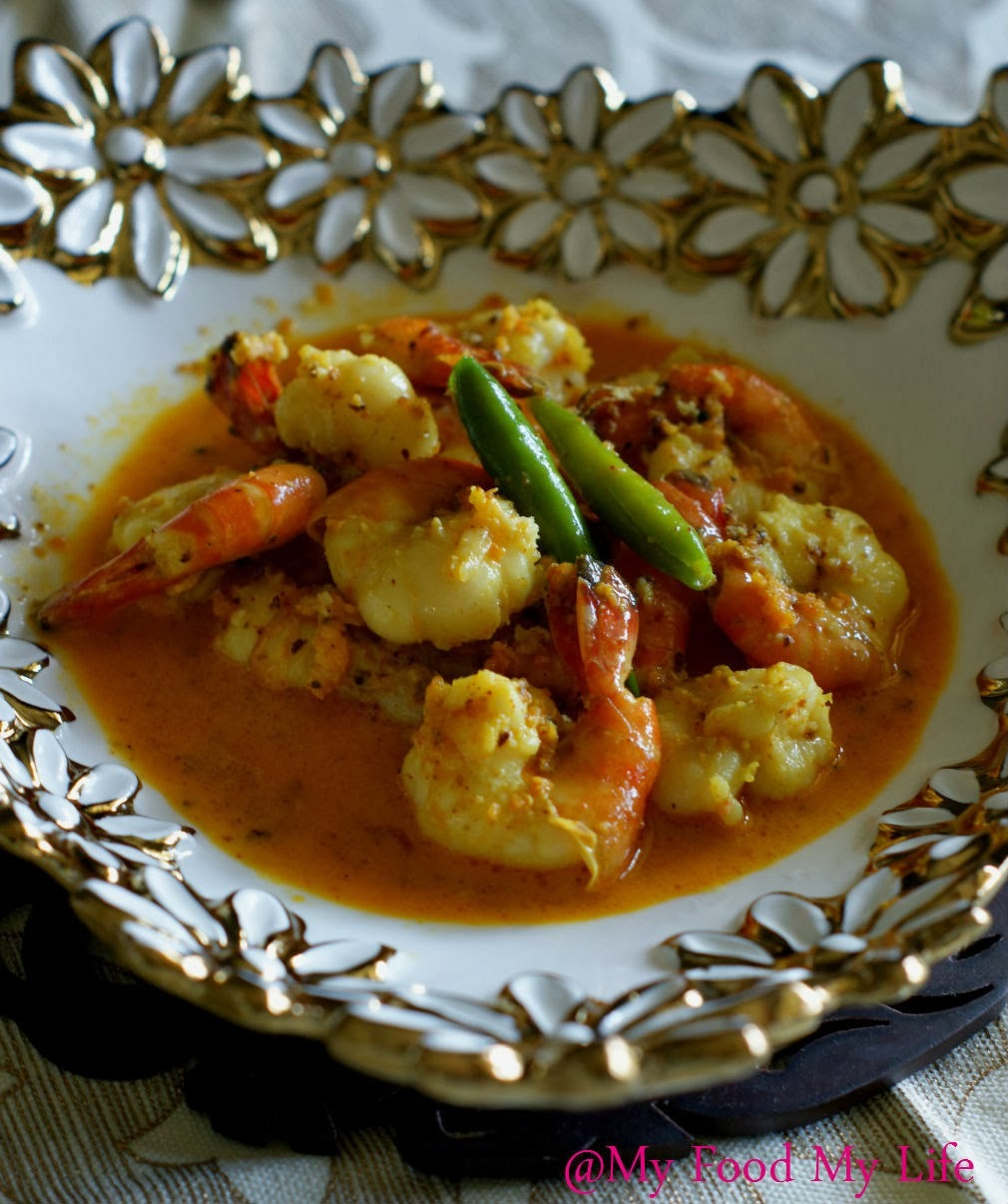 Chingri Narkel Shorshe - Prawns in a coconut mustard gravy