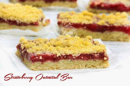 Strawberry Oatmeal Crumb Bar