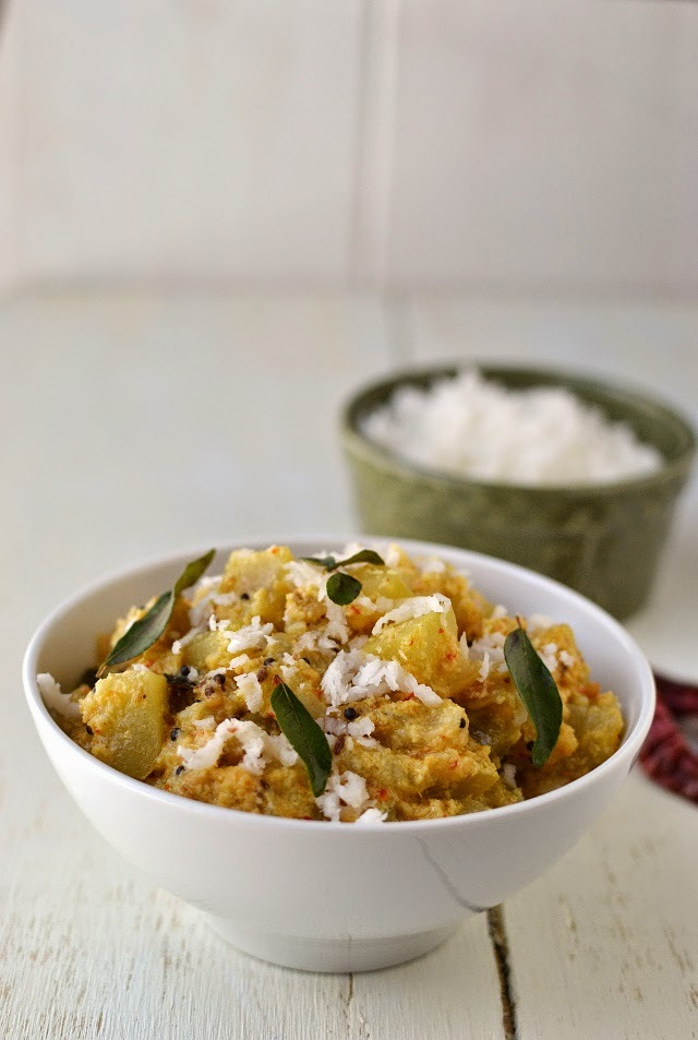 Sorakaya Kobbari Karam kura (Bottle gourd/ Lauki Coconut Curry)