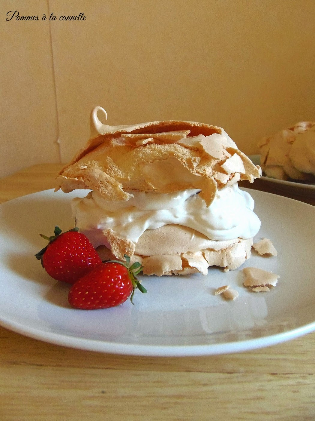 Deser bezowy z kremem mascarpone/Meringue dessert with mascarpone cream