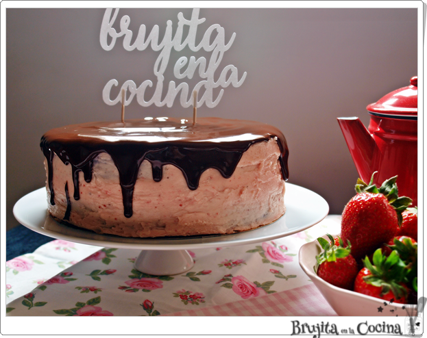 Tarta doble chocolate y  swiss merengue de fresa - Los 6 años del blog