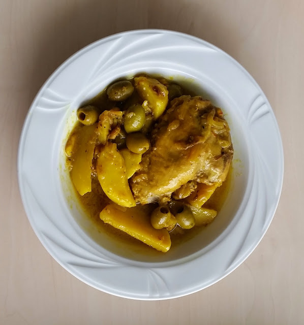 Tajine de Poulet aux olives, citron confit et safran - Chicken, olive, preserved lemon and saffron tagine