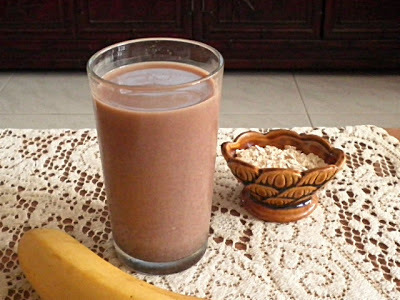 BANANA OAT CHOCOLATE SMOOTHIE