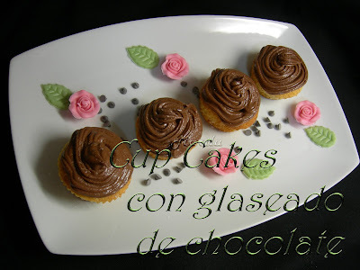 CUP CAKES CON GLASEADO DE CHOCOLATE