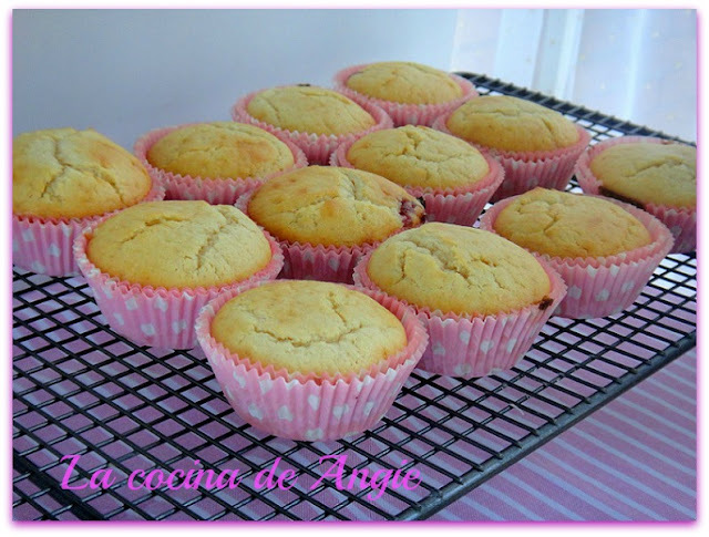 MUFFINS DE CHOCOLATE BLANCO Y MERMELADA