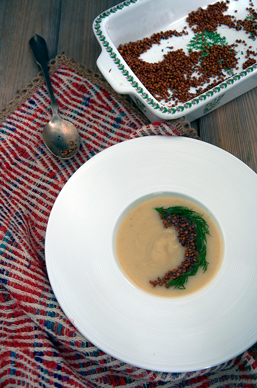 Parsnip soup with buckwheat crispies - Σούπα παστινάκι με crispies από φαγόπυρο