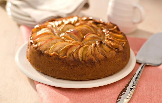 Apple and Cinnamon Cake for Bonfire Night