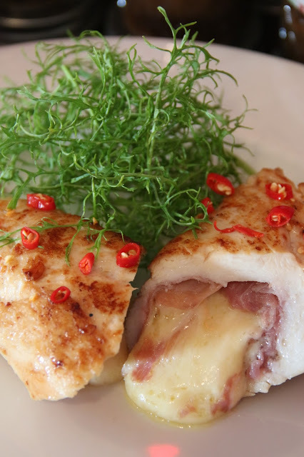 GOOEY CHEESE AND JAMMON STUFFED BUTTER CHICKEN