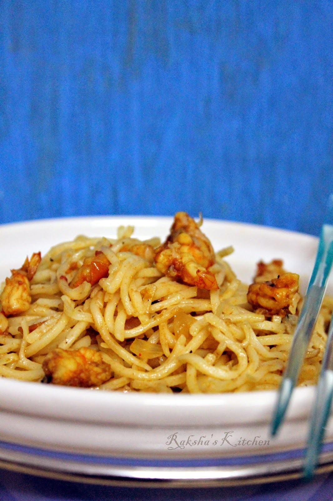 Hakka Noodles With Shrimps | Indo-Chinese Noodles Recipe