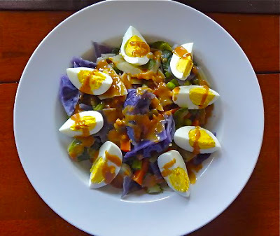 Steamed and raw vegetables salad with peanut sauce