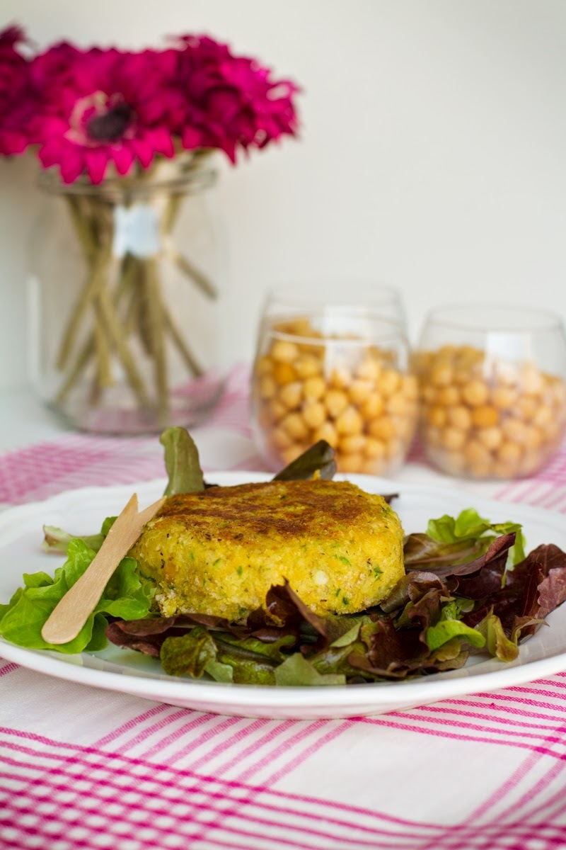 Vegan burger di ceci e zucchine al curry