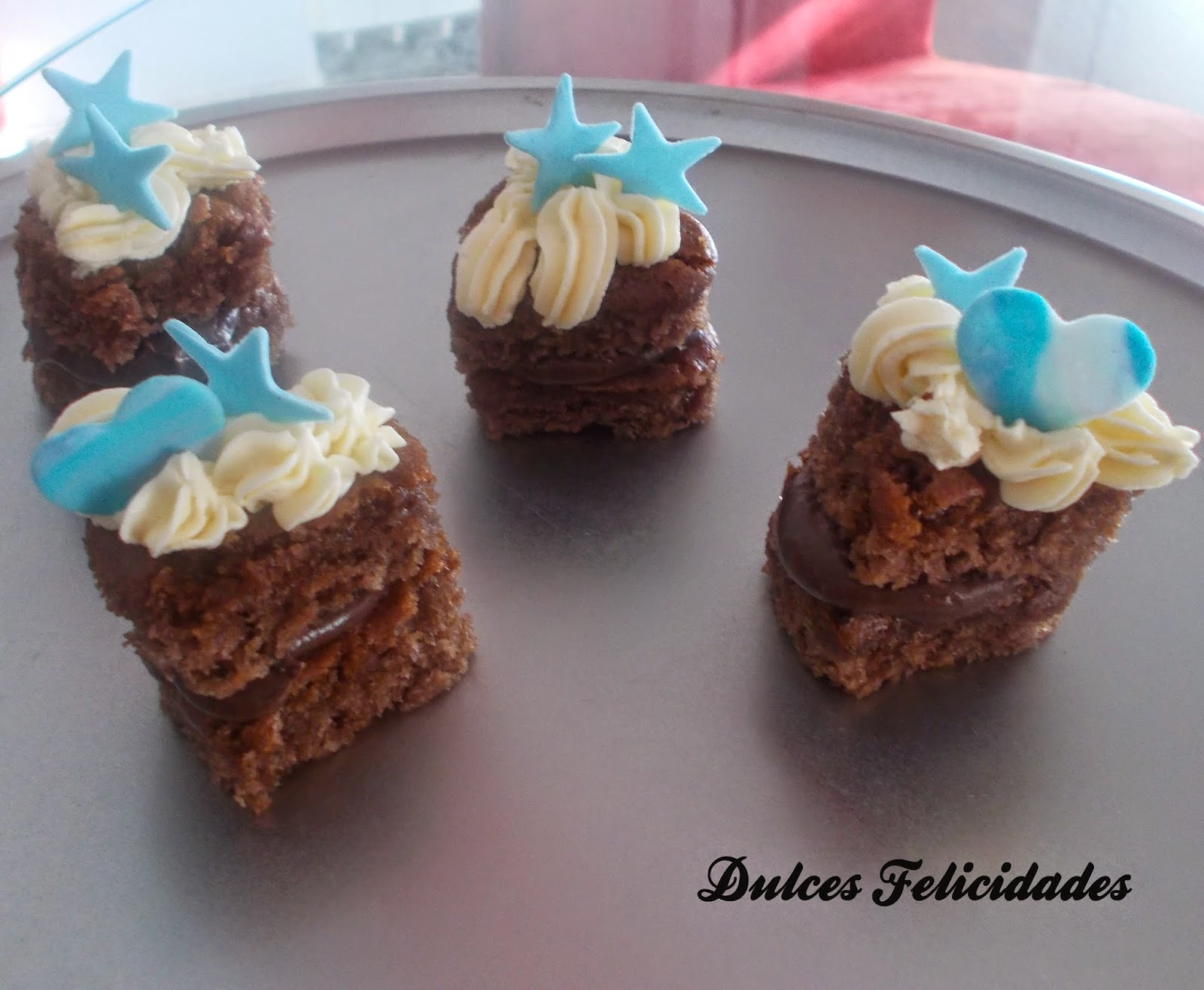 Pastelitos con ganache de chocolate y buttercream