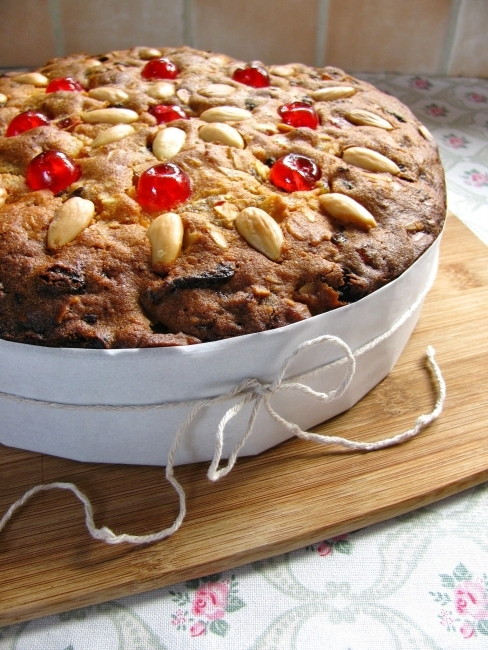 Light Christmas cake...