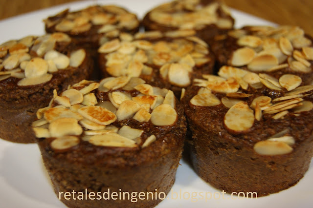Magdalenas de chocolate y almendra (reciclando galletas)