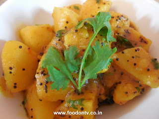 Potato Curry Recipe-Batata Ki Sabzi-Batata Nu Shaak or Sak-Potato Recipes 101