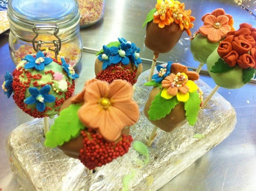 floral cakepop class at landgirls cookery school.
