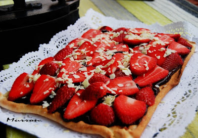 PIZZA DE FRESAS Y CHOCOLATE