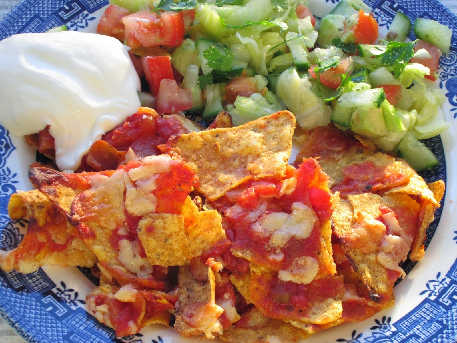 Vegetarian nachos and salsa salad - recipe
