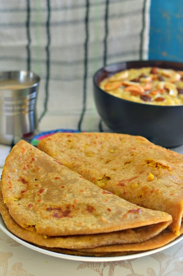 Whole Wheat Puran Poli :: Kerala Boli :: Stuffed sweet Paratha with Chana Dal and Jaggery :: Sweet lentil Wholewheat flatbread recipe
