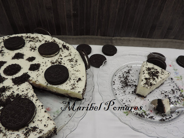 Tarta chocolate blanco y galletas oreo.