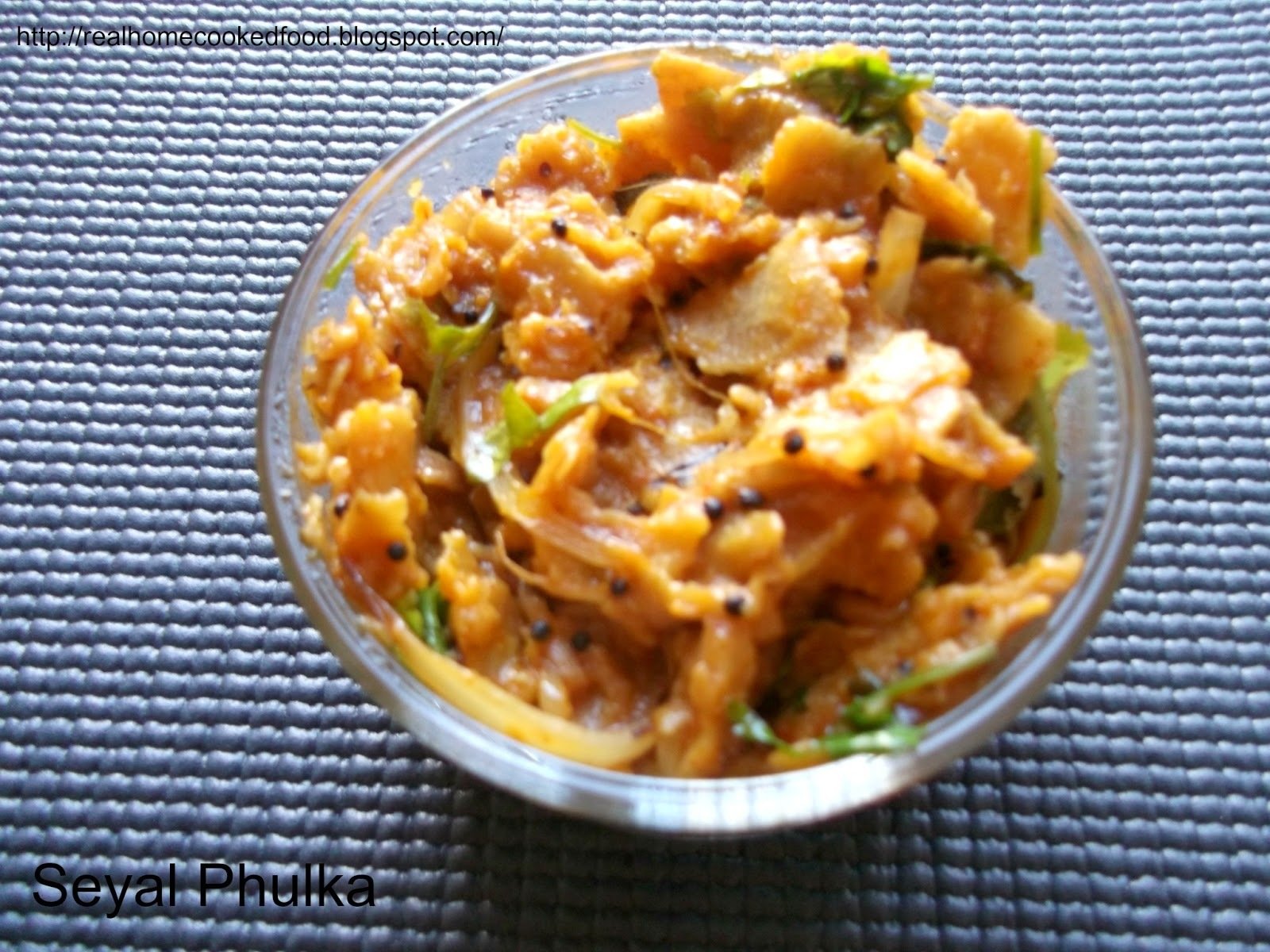 Seyal Phulka – Leftover rotis in tomato garlic gravy