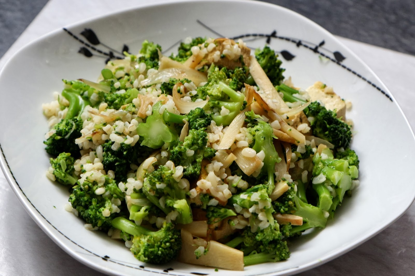 FitFam Bakers - Bulgur with broccoli and tofu