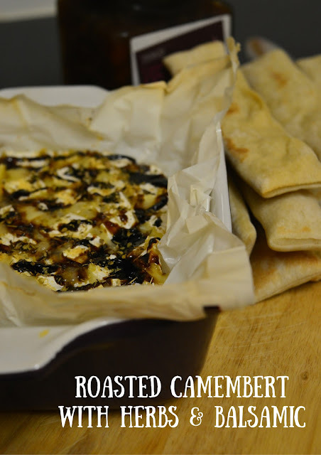 Camembert no forno com ervas e balsâmico // Roasted Camembert with Herbs & Balsamic