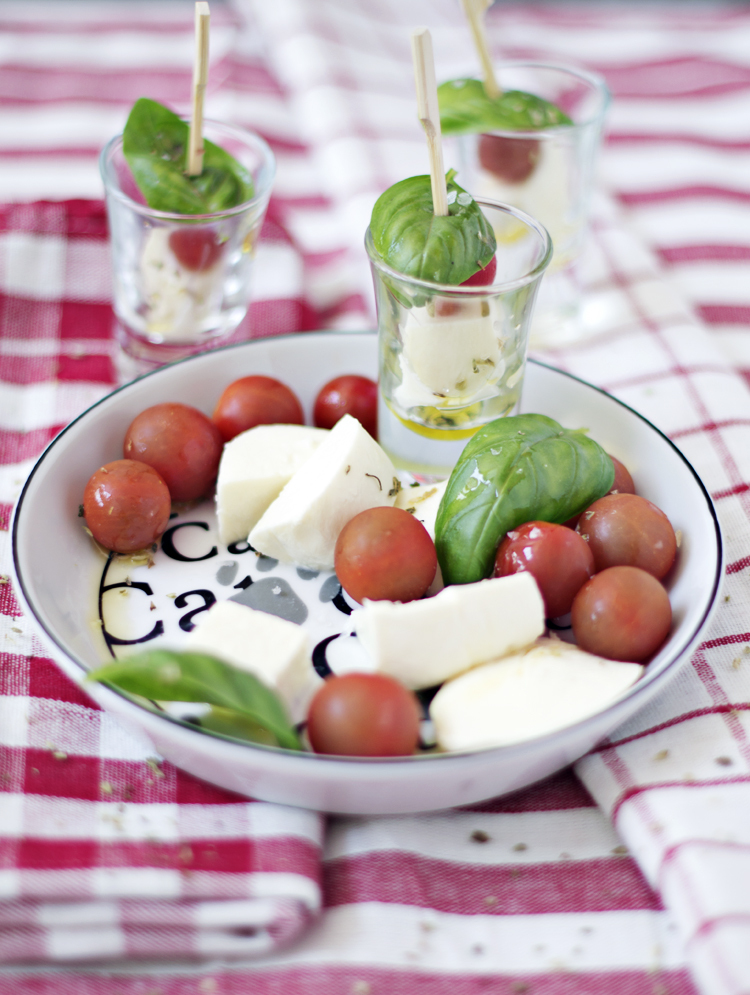 Ensalda Caprese - Caprese Salad (on a stick)