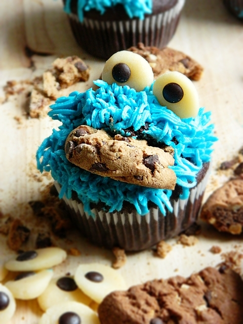 Cookie Monster Cupcakes.Krümelmonster Muffins كوكي مونستر كوب كيك
