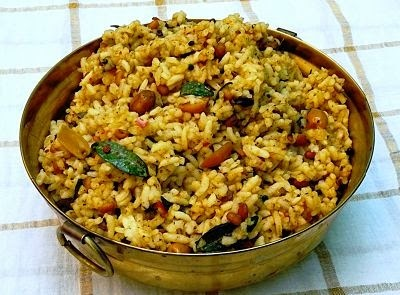 Puliyodharai / Puliyogare  (Tangy South Indian Tamarind Rice)