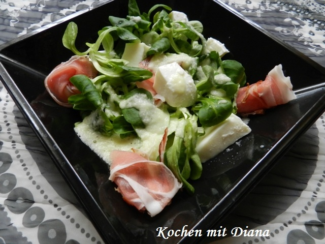 Salat mit Schinken und Melonendressing/ Salad with bacon and melon dressing