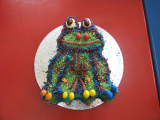 FROGGY BIRTHDAY CAKE