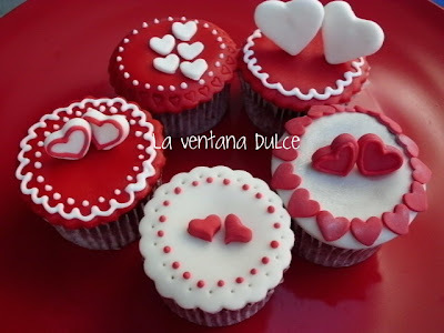 Red Velvet cupcakes, decorados